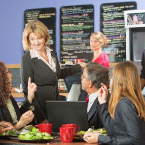 Comer en la empresa, es obligatorio para la empresa?